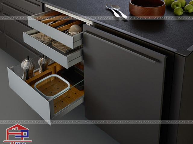 Khu vực lưu trữ đồ dùng chén đĩa