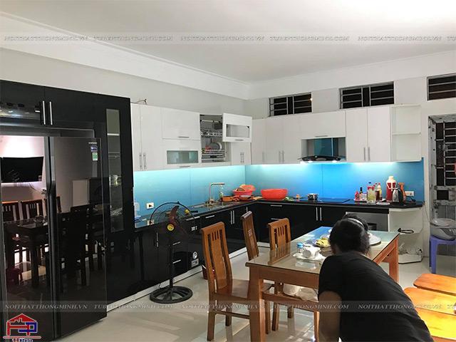 Hình ảnh thực tế sản phẩm tủ bếp gỗ công nghiệp acrylic được Hpro thi công cho nhà anh Đức- Bắc Giang