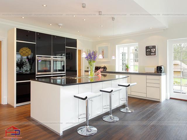 Sự kết hợp giữa hai màu đen- trắng đối lập trong hình ảnh không gian bếp đẹp này tạo nên hiệu ứng mạnh mẽ thu hút người xem ngay từ cái nhìn đầu tiên