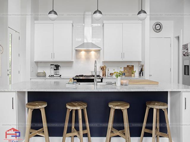 Nhiều gia chủ nghĩ rằng sở hữu gian bếp nhỏ thì không thể bố trí được đủ công năng. Nhưng với hình ảnh không gian bếp đẹp này thì bạn sẽ có suy nghĩ khác đấy