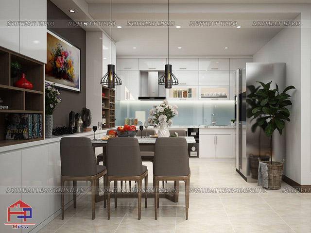 Mẫu nhà bếp hình vuông được thiết kế dành cho chung cư với màu trắng chủ đạo giúp không gian trở nên thông thoáng. Thiết kế tủ bếp hình chữ I nhỏ gọn kết hợp bộ bàn ăn hình chữ nhật vừa văn trong gian bếp có hình vuông