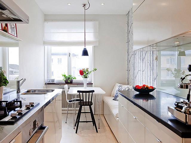 Nhà bế hình vuông được thiết kế dành cho không gian nhà chung cư nhỏ hẹp với sự eo hẹp về diện tích nhưng với cách sắp xếp khoa học vẫn mang đến sự tiện nghi cao cho gia đình